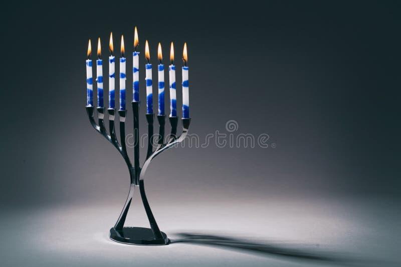 Hanoucca Menorah avec des bougies de Lit