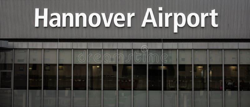 Hanover, Duitsland, 19 November , 2018: Ingang van de Luchthaven van Hanover van de richting van de post s-Bahn royalty-vrije stock foto