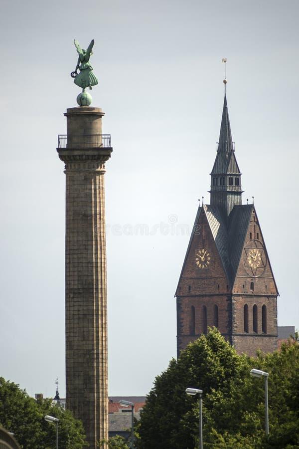 Hanover Marktkirche en Waterloo kolom royalty-vrije stock fotografie
