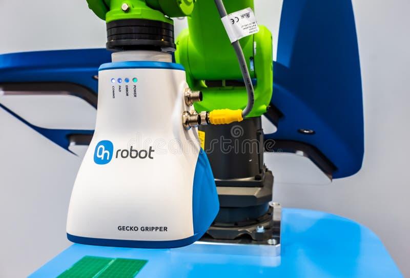 Hanovre, Allemagne - 2 avril 2019 : La pince du gecko d'OnRobot est le wof de gagnant la récompense 2019 de robotique image stock