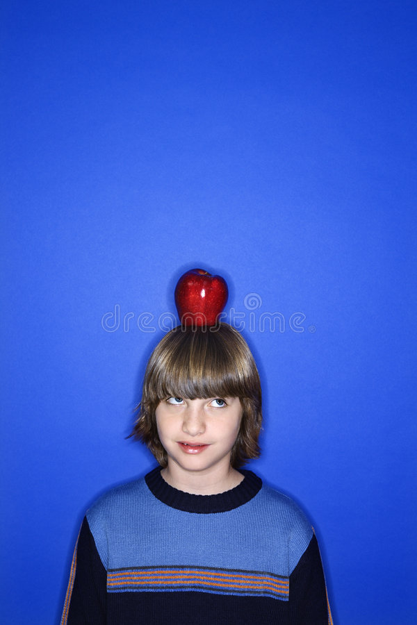 hans caucasian huvud för äpplepojke fotografering för bildbyråer