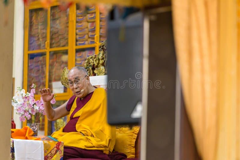 Hans helighet 14na Dalai Lama Tenzin Gyatso ger undervisningar i hans uppehåll i Dharamsala, Indien arkivfoton