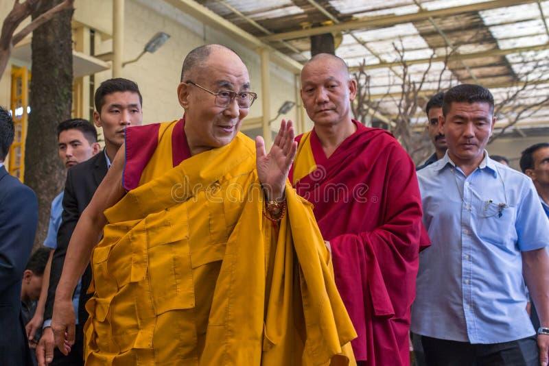 Hans helighet 14na Dalai Lama Tenzin Gyatso ger undervisningar i hans uppehåll i Dharamsala, Indien royaltyfri bild