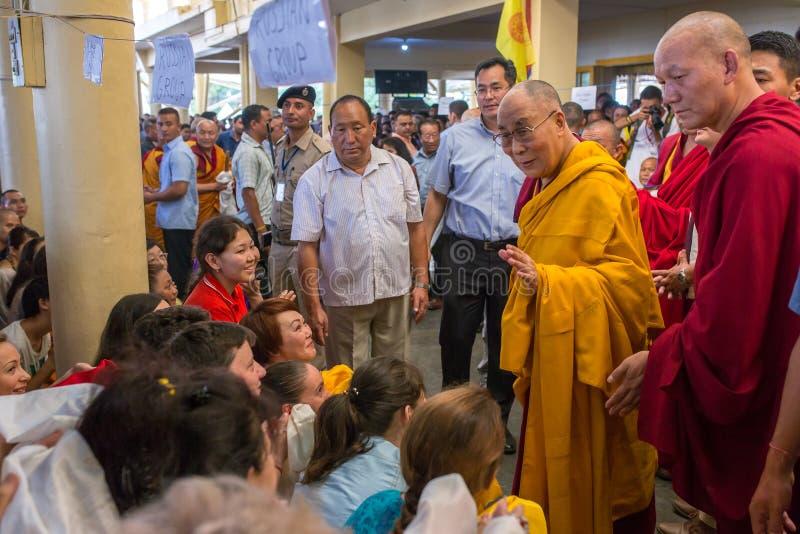 Hans helighet 14na Dalai Lama Tenzin Gyatso ger undervisningar i hans uppehåll i Dharamsala, Indien royaltyfria bilder