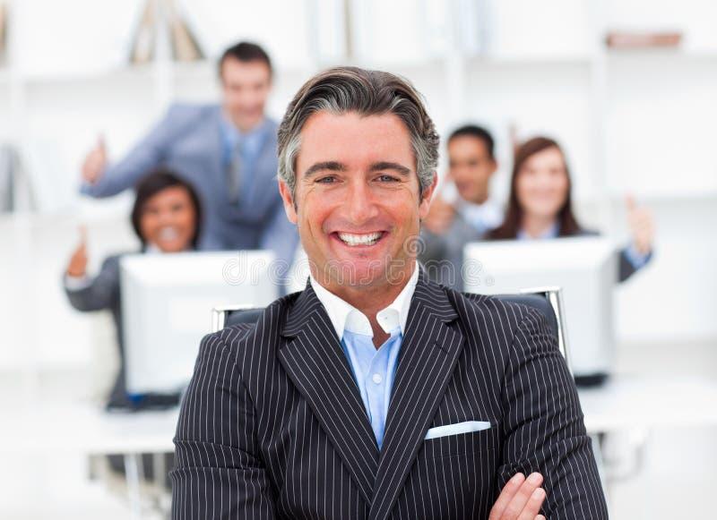 hans positiva presentationslag för chef royaltyfria bilder