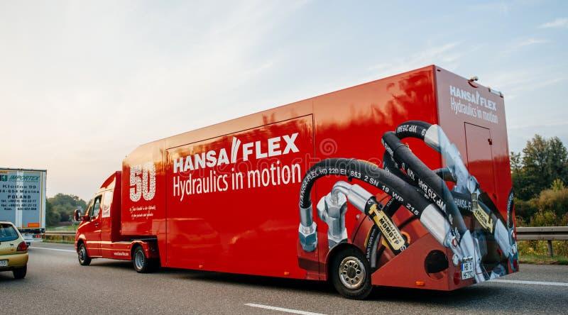 Hansa Flex Hydraulics, i rörelsekörning, fastar på huvudvägen arkivbilder