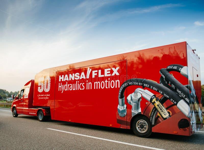 Hansa Flex Hydraulics, i rörelsekörning, fastar på huvudvägen royaltyfria foton