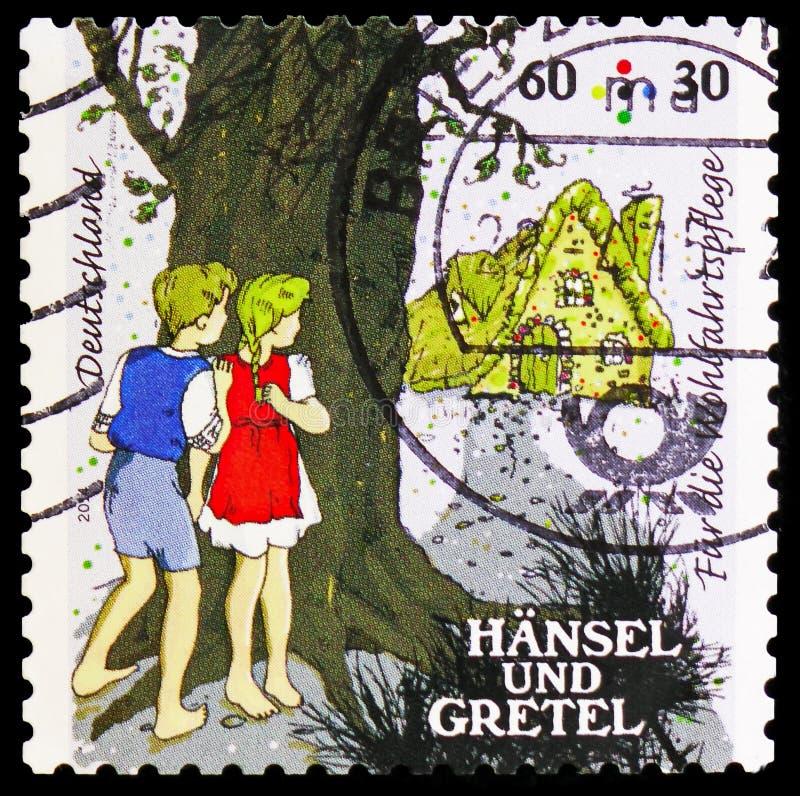 Hansel e Gretel - crianças na floresta, bem-estar: Histórias do serie da série II de Grimm dos irmãos, cerca de 2014 fotos de stock royalty free