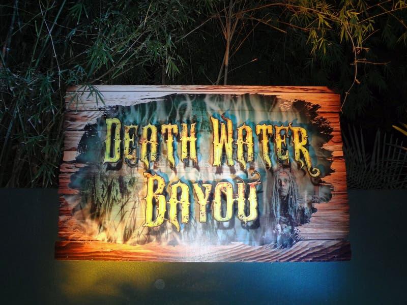 Hanted för dödvattenflodarm hus på Tjut-NOLLA-skriet på Busch trädgårdar royaltyfri foto