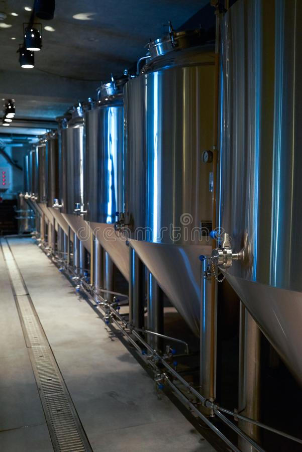 Hantverk?lproduktion i privat bryggeri, n?rbild royaltyfri bild
