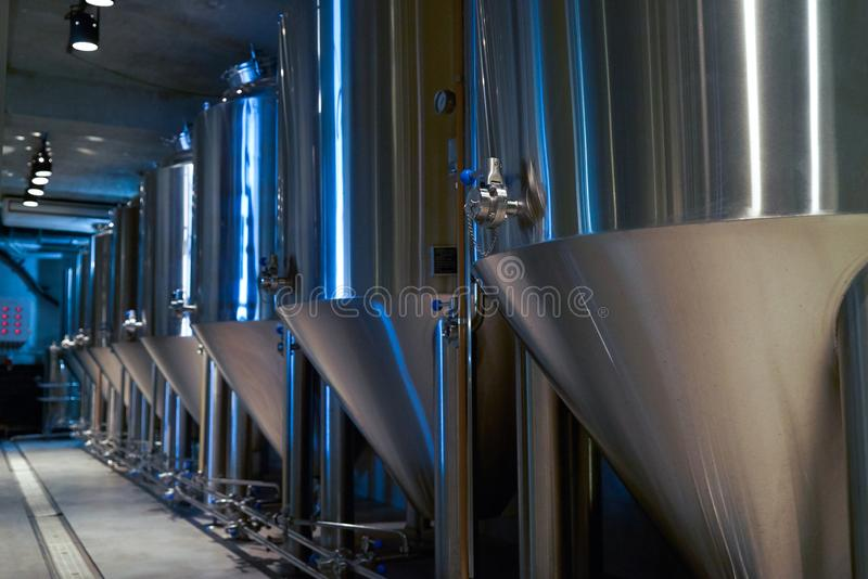 Hantverk?lproduktion i privat bryggeri, n?rbild arkivbilder