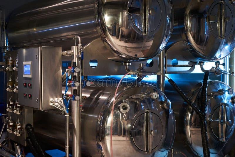 Hantverk?lproduktion i privat bryggeri, n?rbild arkivfoto