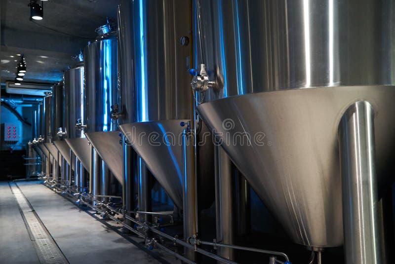 Hantverk?lproduktion i privat bryggeri, n?rbild fotografering för bildbyråer