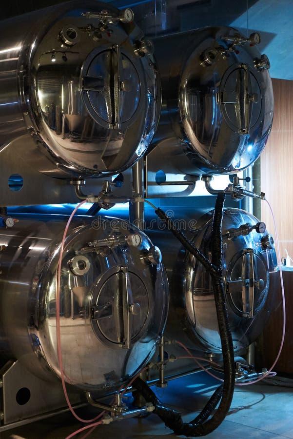 Hantverk?lproduktion i privat bryggeri, n?rbild arkivfoton