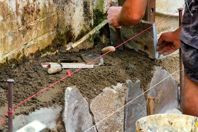 Hantverkare bearbetade stentjock skiva royaltyfri foto