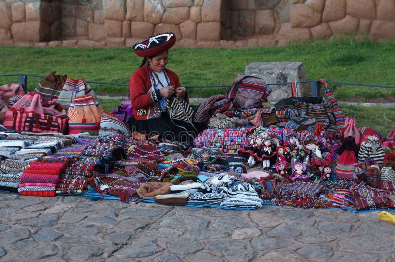 Hantverkerska i Peru arkivfoto
