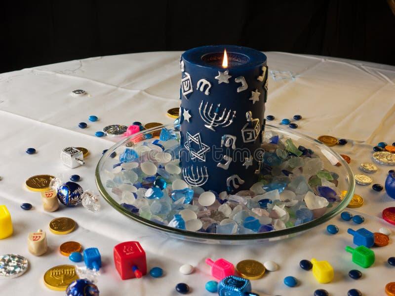 Hanuka świeczka i sezonowe zabawki fotografia royalty free