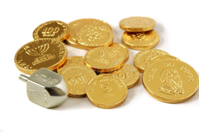 Hanukah Dreidel y monedas imagen de archivo