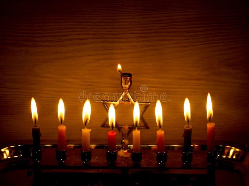 Hanukkah jest Żydowskim wakacje Palić Chanukah candlestick z świeczkami Chanukiah Menorah zdjęcie royalty free