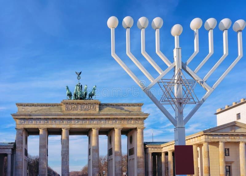 Hanukkah Menorah przy Brandenburg bramÄ… fotografia stock