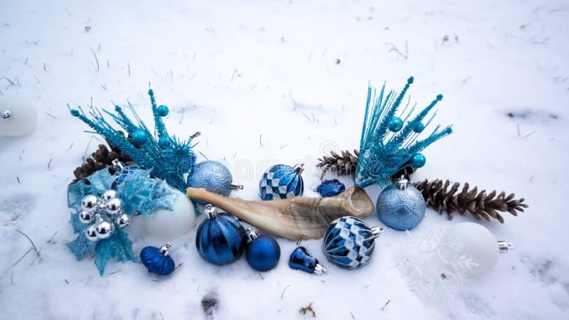 Hanukkah ornamenty w śniegu obraz royalty free