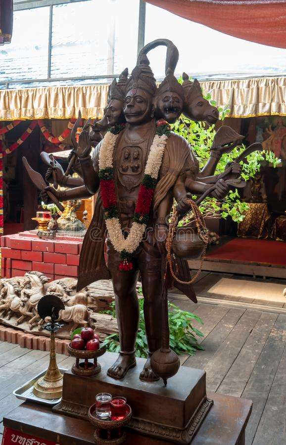 Hanuman gudstatyer på Pattaya som svävar marknaden, Pattaya, Thailan arkivfoton