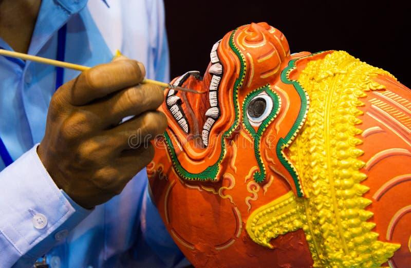 Hanuman Khon Mask, main a ouvr? des masques, masque tha?landais de Khon image libre de droits