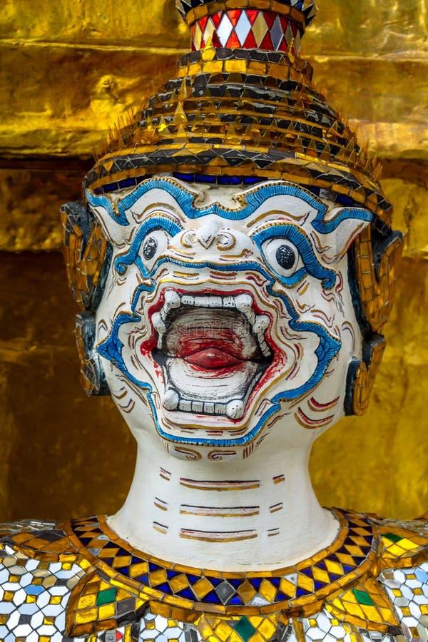Hanuman, ramayana małpia statua przy Szmaragdową Buddha świątynią, Bangkok, Tajlandia zdjęcie royalty free