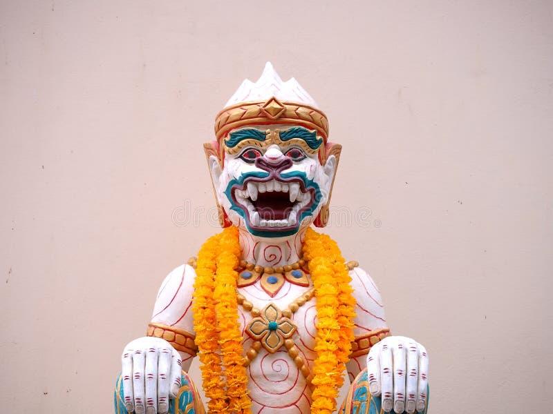 Hanuman statua z girlandy Thailand stylem obraz royalty free