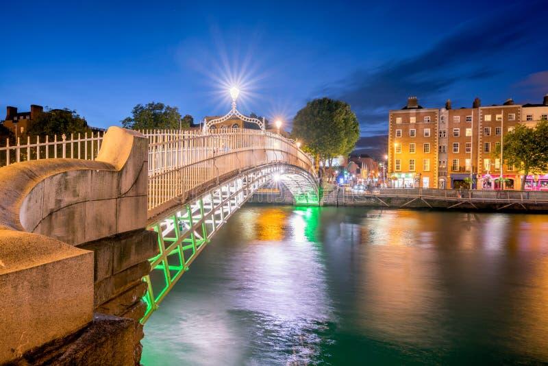 Hapennybrug Dublin Ireland stock foto's