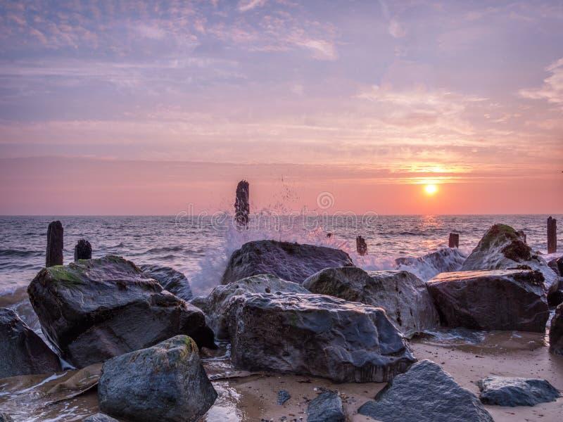 Happisburgh strandsoluppgång arkivfoto