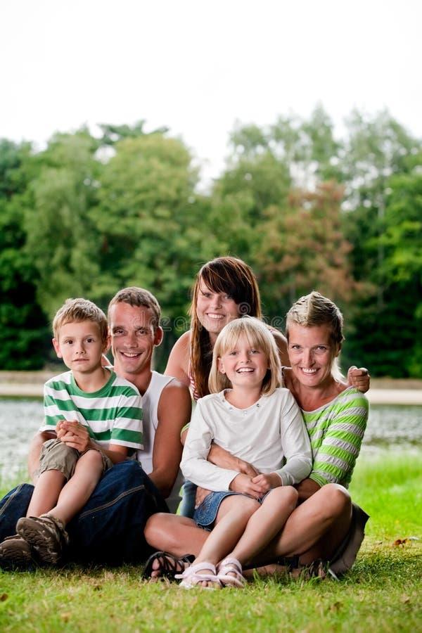 Happu großes family lizenzfreie stockbilder
