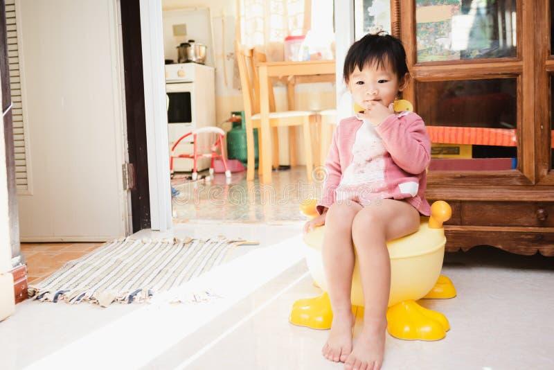 Little girl sitting on toilet, b&w Stock Photo - Alamy