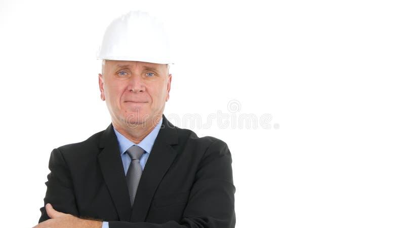 Happy Businessperson Image mit Hardhat Looking to Camera in einem Interview lizenzfreie stockfotos
