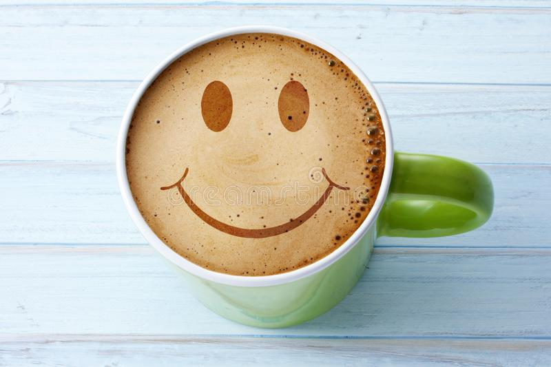 Happy Coffee Cup Smiley Face arkivfoton