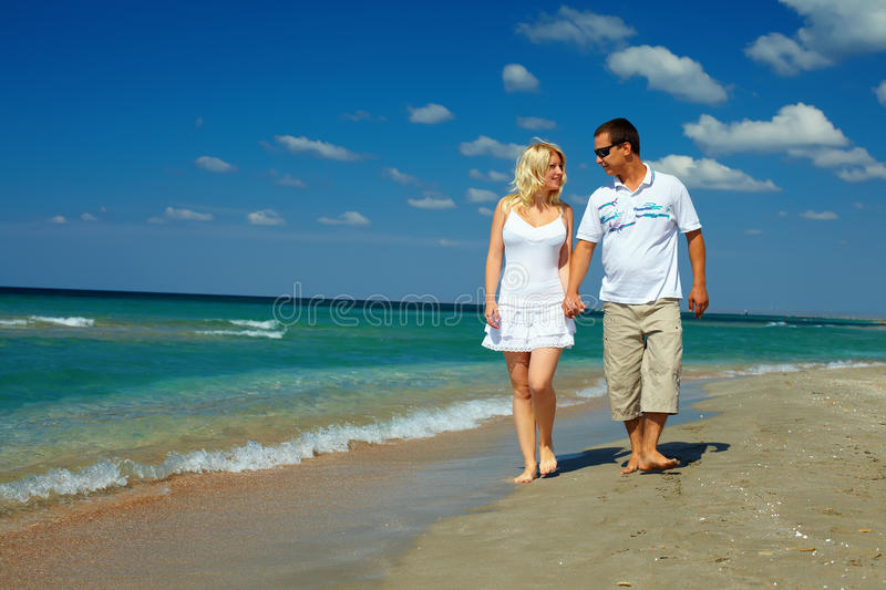 Happy Couple In Love Walking On Sea Shore Royalty Free Stock Images