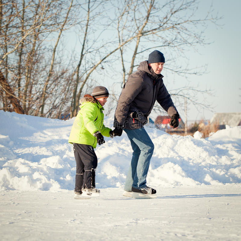 Free Happy Fun Father And Son Learning To Skate Stock Image - 50213141
