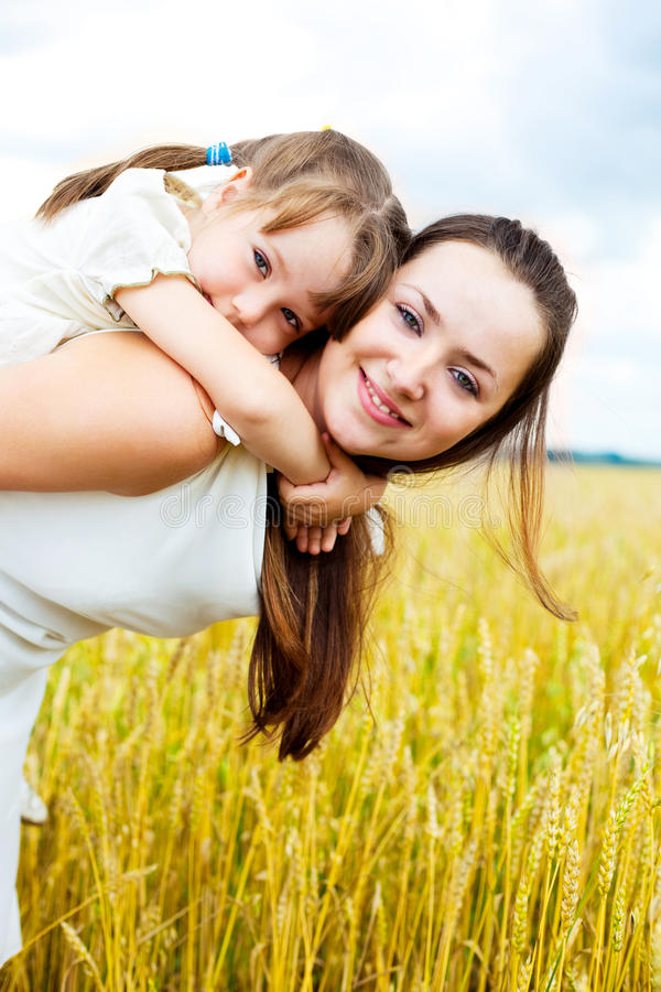 Free Happy Mother And Daughter Royalty Free Stock Images - 14459469