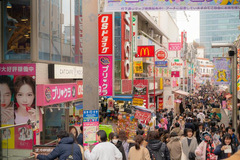 Harajuku Takeshita Tokio, Japonia Ulicznej, bardzo sławny mody centrum handlowe, rozrywka, prętowa kawiarnia i restauracja, obraz stock