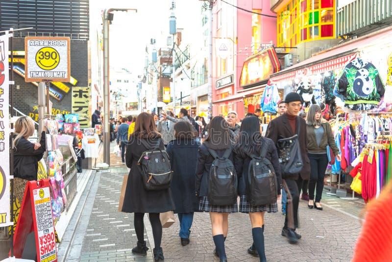 Harajuku, Tokio, Japón - 21 de diciembre de 2018: Opinión de la calle de Harajuku imagenes de archivo
