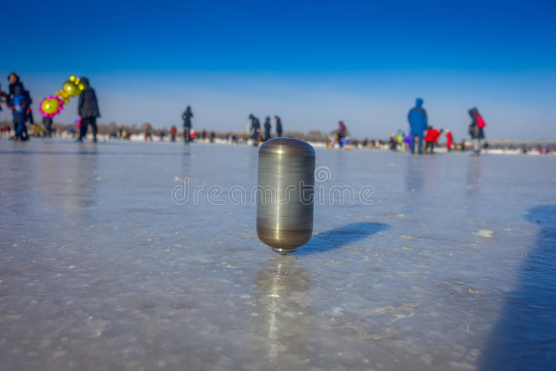 Harbin, China - Februari 9, 2017: Tol op ijs op bevroren rivier Songhua tijdens de wintertijd royalty-vrije stock foto's
