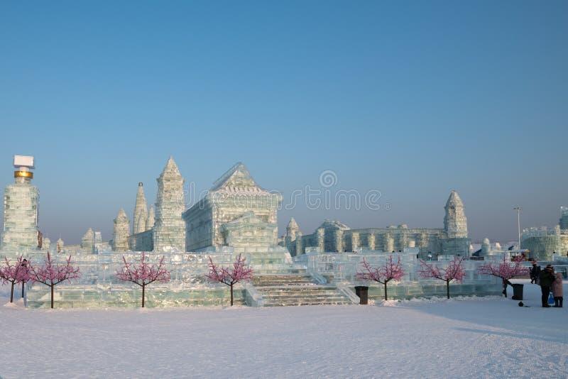 Harbin is och snöfestival 2018 - is gillar glass dagsolsken fotografering för bildbyråer