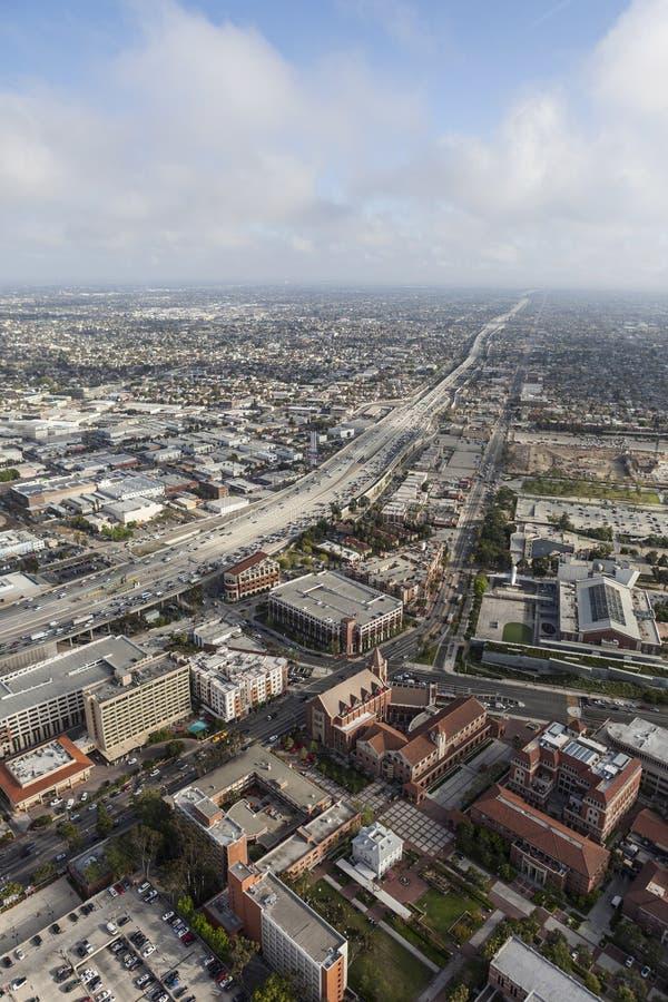 Harbor Freeway di Los Angeles ed antenna di USC fotografia stock libera da diritti