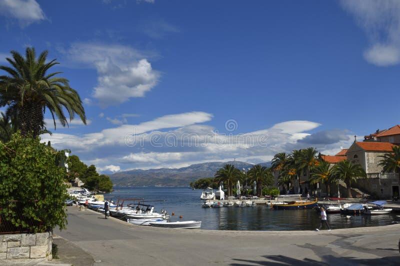 Harbor nel piccolo villaggio Splitska sull'isola di Brac in Croazia, fotografie stock