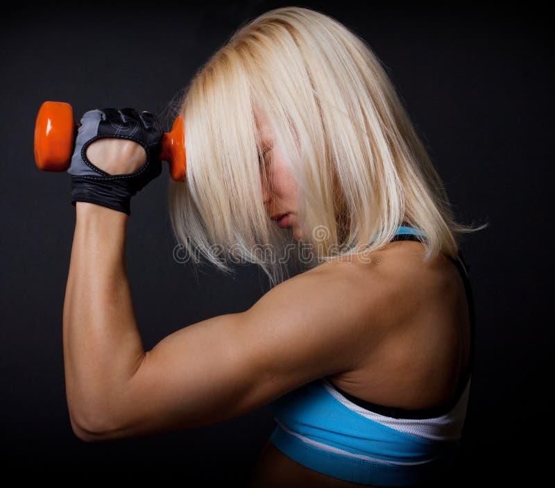 Hard opleidend in gymnastiek stock fotografie