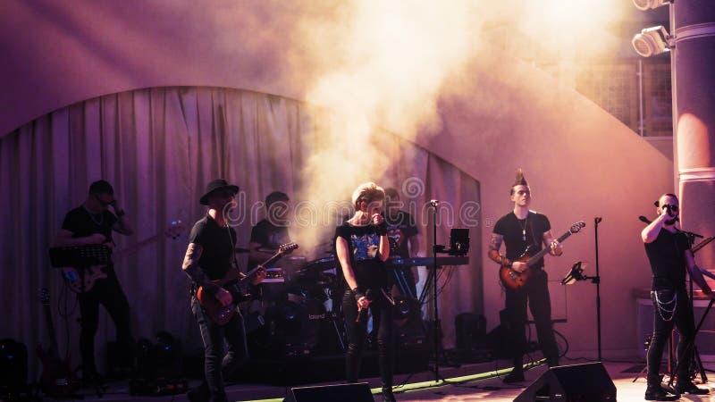 Hard rock zespół daje koncertowi fotografia royalty free