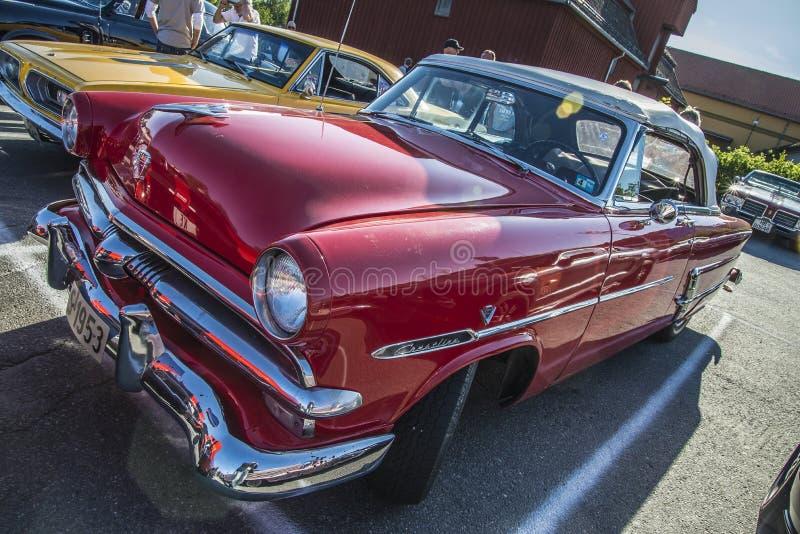 Hard top 1953 della porta di Ford Crestline 2 immagine stock