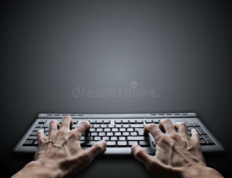 Hard typend op toetsenbord royalty-vrije stock afbeeldingen
