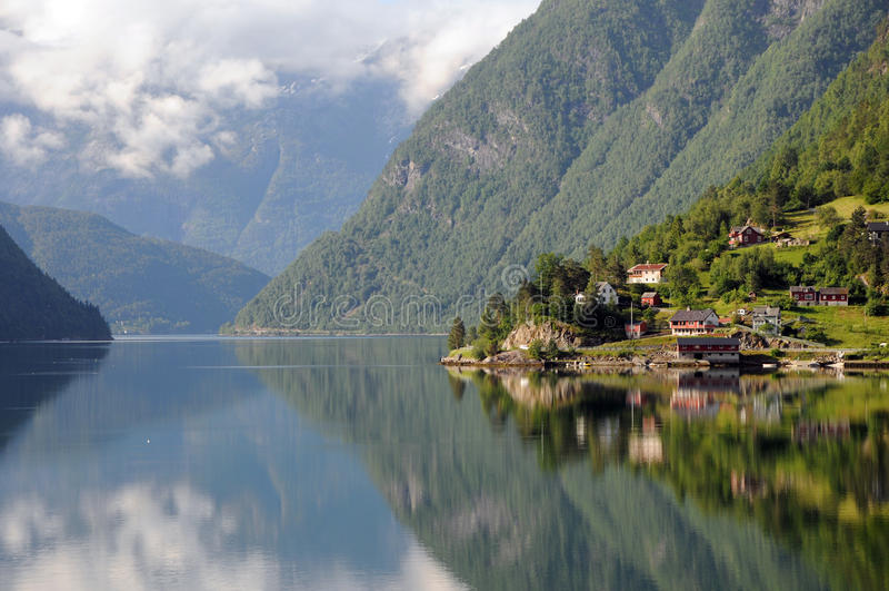 Hardangerfjord, Ulvik images stock