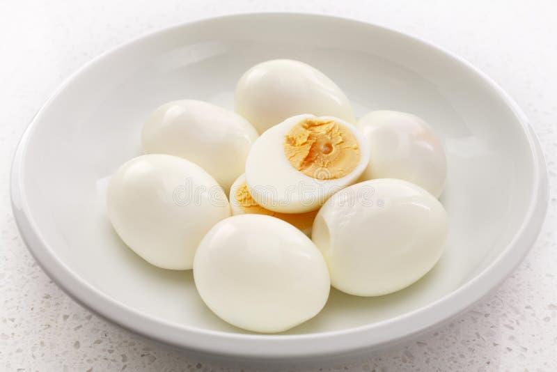Harde Gekookte Eieren in een Gesneden Kom Één royalty-vrije stock foto